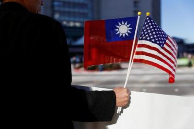 "alt=""China 'outraged' by $1.42 billion planned U.S. arms sales to Taiwan"""