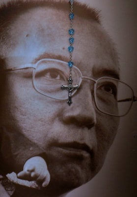 "alt=""China's most famous political prisoner, Liu Xiaobo, was cremated"""