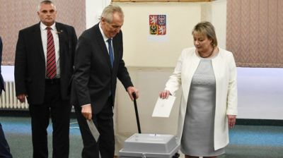"alt=""Czech election: Zeman beats Drahos to win second term"""