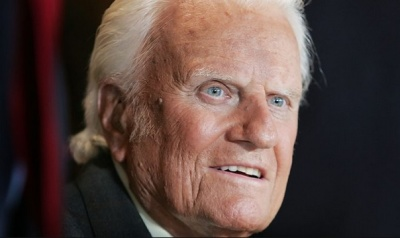 "alt=""Billy Graham: Influential US evangelist dies at 99"""
