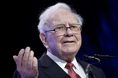 "alt=""Buffett Stresses Patience in a World Where Deals Look Expensive"""
