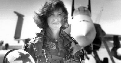 "alt=""Southwest pilot Tammie Jo Shults praised, but downplays emergency landing"""