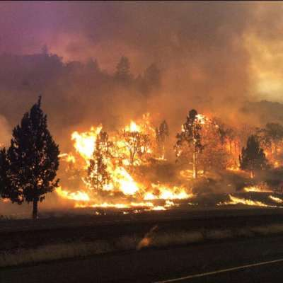"alt=""Klamathon blaze crosses Oregon border amid fierce start to fire season"""