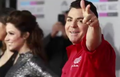 "alt=""Papa John's shares surge after founder Schnatter resigns as chairman"""