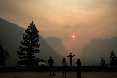 "alt=""Yosemite National Park closed due to fire danger"""