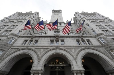 "alt=""Watchdog says government ignored Trump emoluments clause concerns"""