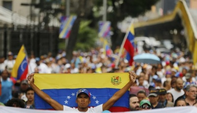 "alt=""Venezuela protests: thousands march as military faces call to abandon Maduro"""