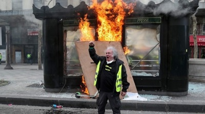 "alt=""Yellow vest protests: Violence returns to streets of Paris"""