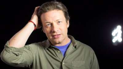 "alt=""Celebrity chef Jamie Oliver's U.K. restaurant chain collapses into insolvency"""
