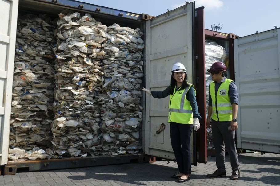 "alt=""Malaysia to send back plastic waste to foreign nations"""